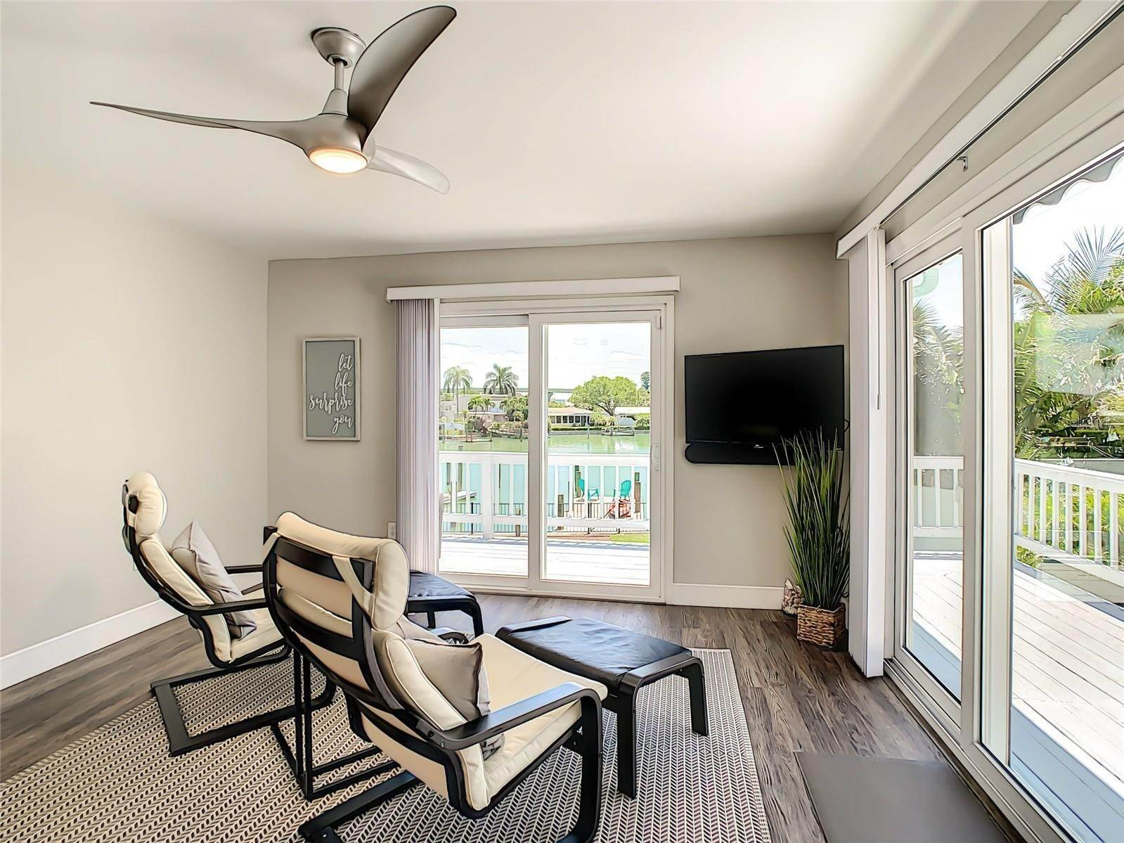 24. Single Family Home for Sale at St. Pete Beach, Florida,United States