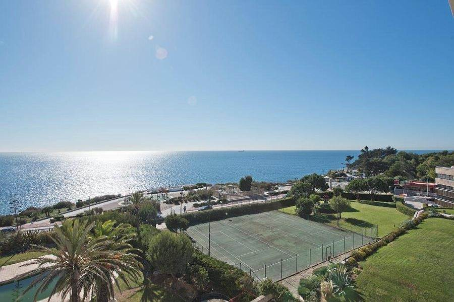 9. Daireler için Kiralama at 3 + 2 bedroom apartment without furniture in a prestigious closed condominium with security, swimming pool, garden and f... Cascais, Portekiz