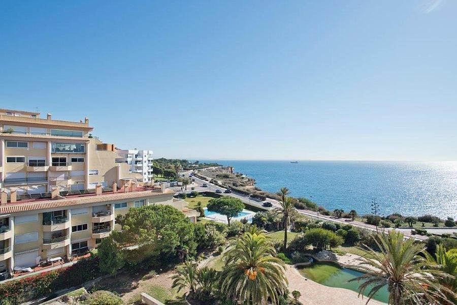 Daireler için Kiralama at 3 + 2 bedroom apartment without furniture in a prestigious closed condominium with security, swimming pool, garden and f... Cascais, Portekiz
