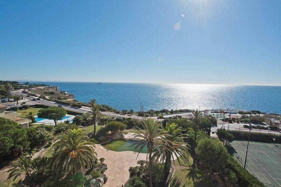 10. Daireler için Kiralama at 3 + 2 bedroom apartment without furniture in a prestigious closed condominium with security, swimming pool, garden and f... Cascais, Portekiz