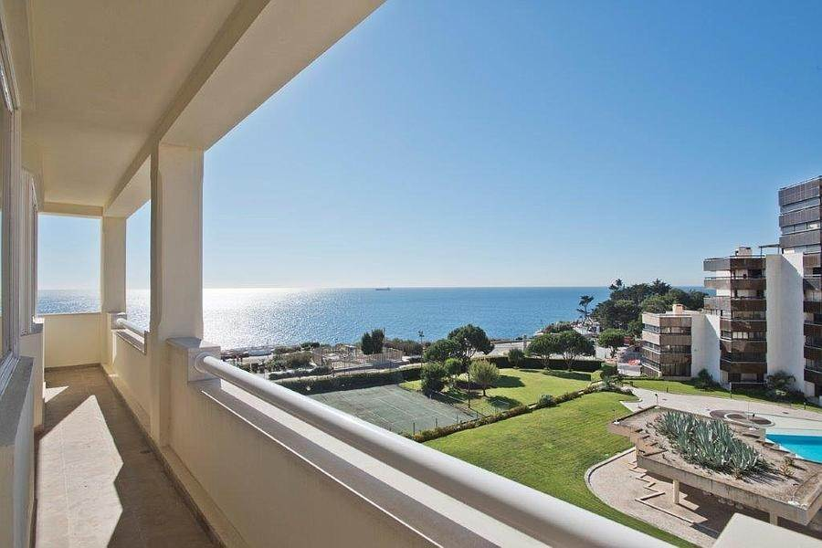 16. Daireler için Kiralama at 3 + 2 bedroom apartment without furniture in a prestigious closed condominium with security, swimming pool, garden and f... Cascais, Portekiz