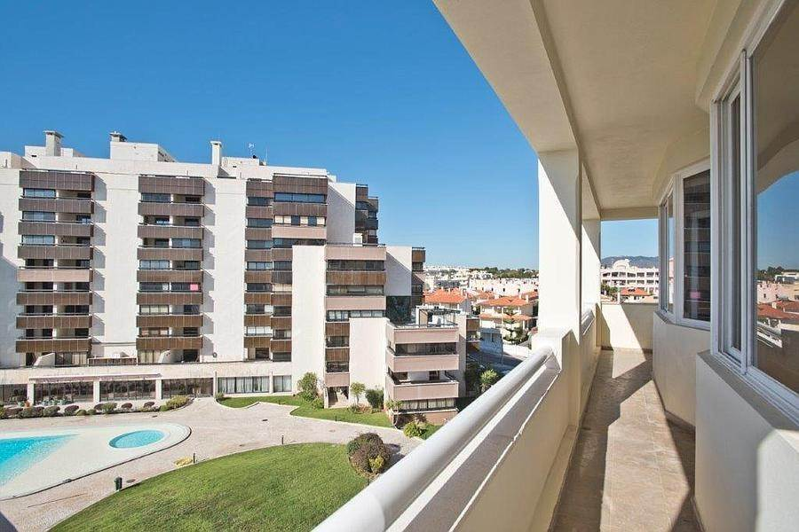 17. Daireler için Kiralama at 3 + 2 bedroom apartment without furniture in a prestigious closed condominium with security, swimming pool, garden and f... Cascais, Portekiz
