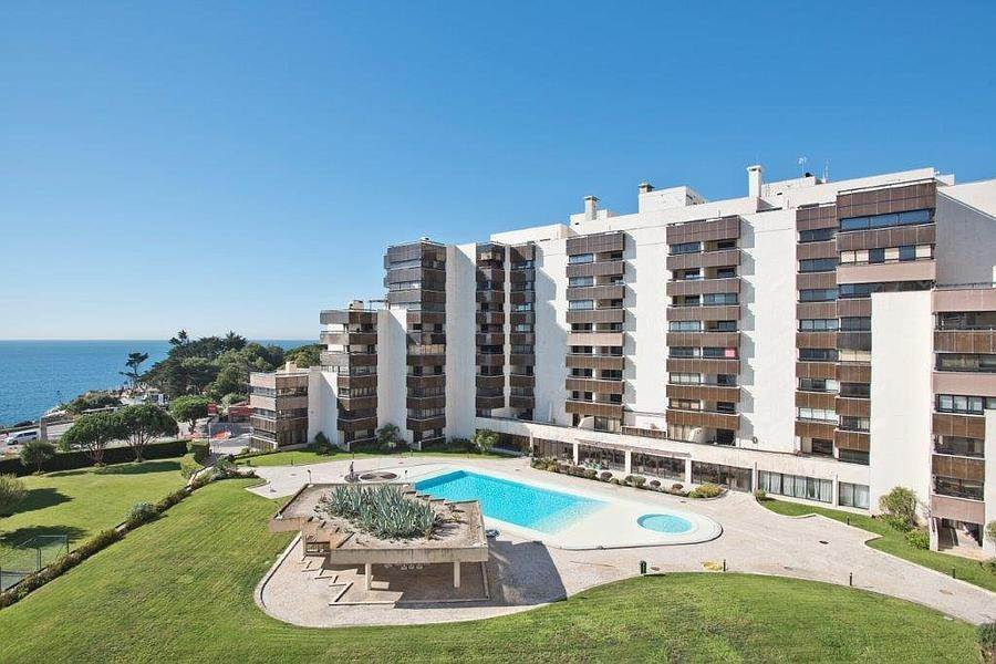 18. Daireler için Kiralama at 3 + 2 bedroom apartment without furniture in a prestigious closed condominium with security, swimming pool, garden and f... Cascais, Portekiz