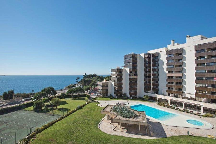 19. Daireler için Kiralama at 3 + 2 bedroom apartment without furniture in a prestigious closed condominium with security, swimming pool, garden and f... Cascais, Portekiz