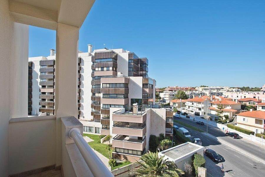 28. Daireler için Kiralama at 3 + 2 bedroom apartment without furniture in a prestigious closed condominium with security, swimming pool, garden and f... Cascais, Portekiz