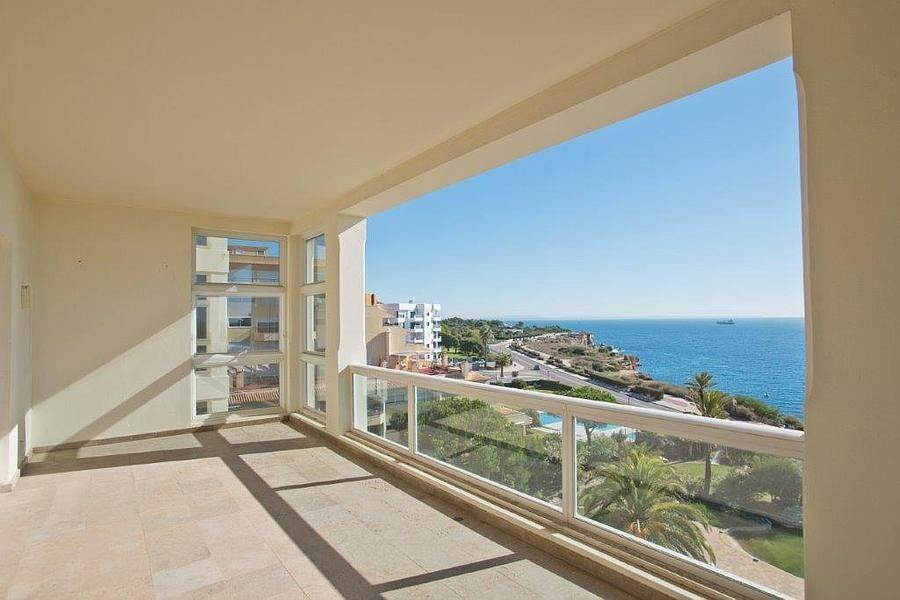 7. Daireler için Kiralama at 3 + 2 bedroom apartment without furniture in a prestigious closed condominium with security, swimming pool, garden and f... Cascais, Portekiz