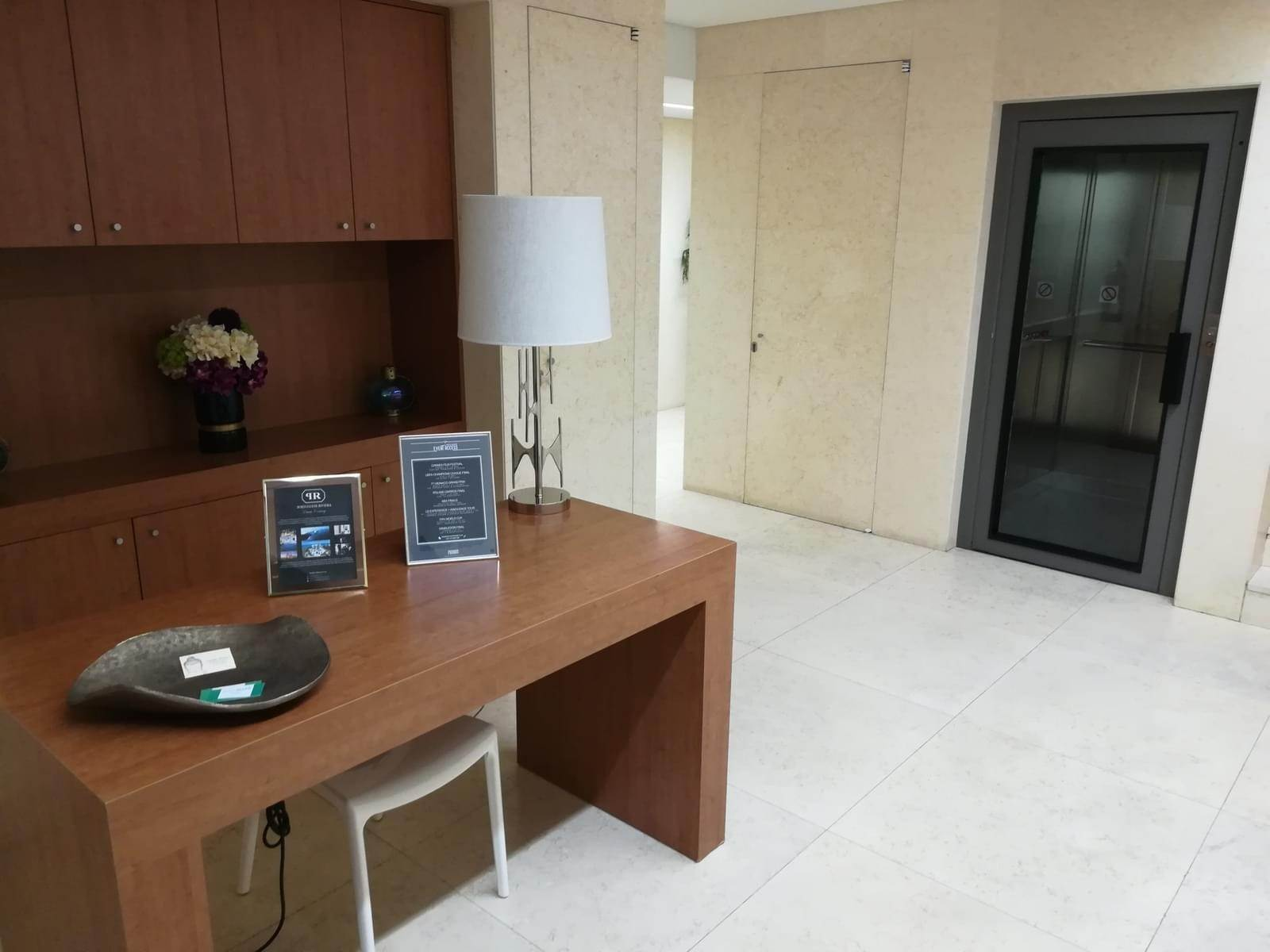 56. Апартаменты / Квартиры для того Аренда на 4+1 bedroom apartment, with a 286 sqm area, placed in Estoril Sol Residence.The apartment is composed by a 11 sqm entry ... Cascais, Португалия