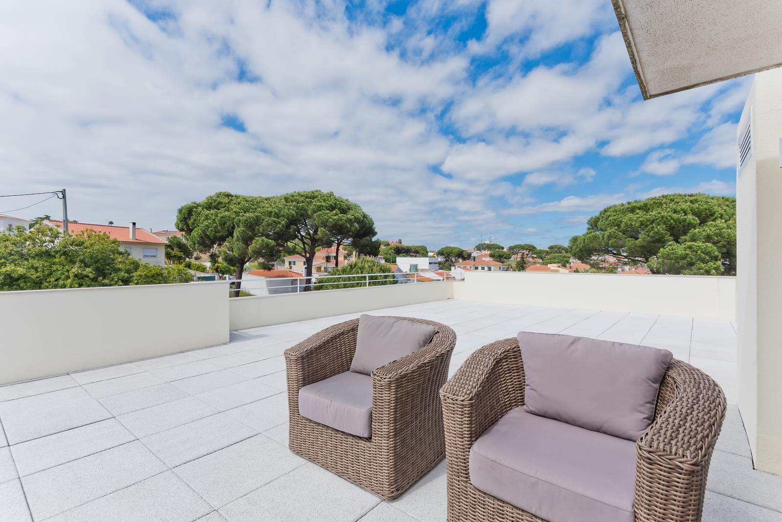 20. Appartamenti per Vendita alle ore 3+1 bedroom apartment in Bicesse, Cascais, placed in a private condominium.The apartment, with 215 sqm and a 111 sqm ter... Cascais, Portogallo