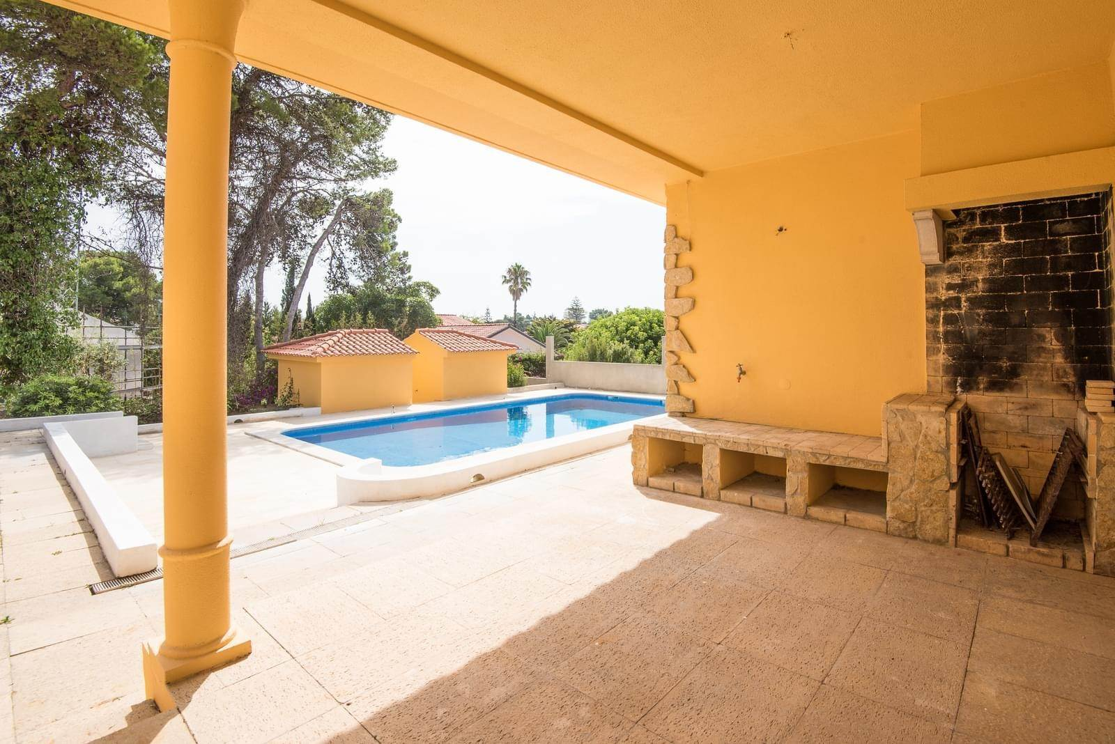 5. Villa/Townhouse for Sale at Family house T4 + 2 in Birre Cascais, Portugal
