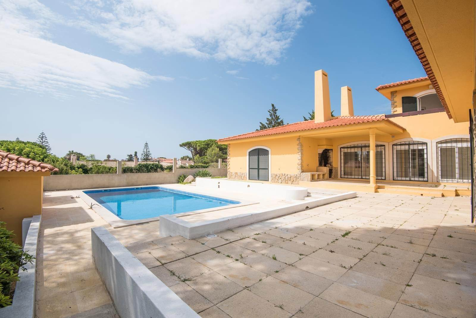 3. Villa/Townhouse for Sale at Family house T4 + 2 in Birre Cascais, Portugal