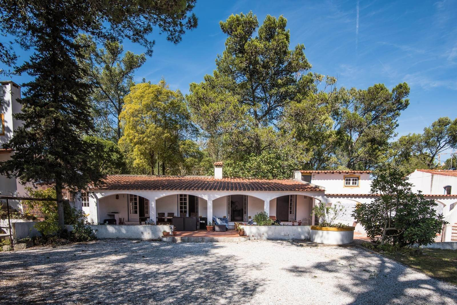 27. 別墅 / 联排别墅 為 出售 在 Unique property, located next to Quinta da Marinha, a quiet area.The property comprises six small villas, with deep refu... Cascais, 葡萄牙
