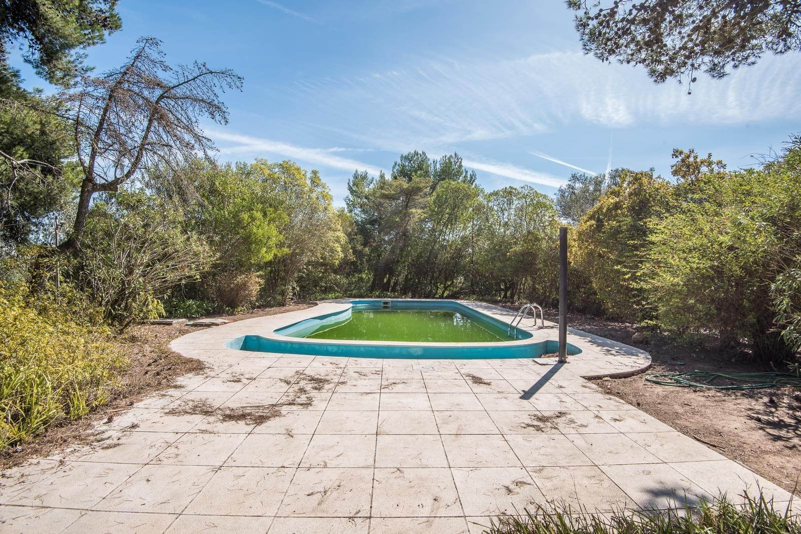 19. 別墅 / 联排别墅 為 出售 在 Unique property, located next to Quinta da Marinha, a quiet area.The property comprises six small villas, with deep refu... Cascais, 葡萄牙