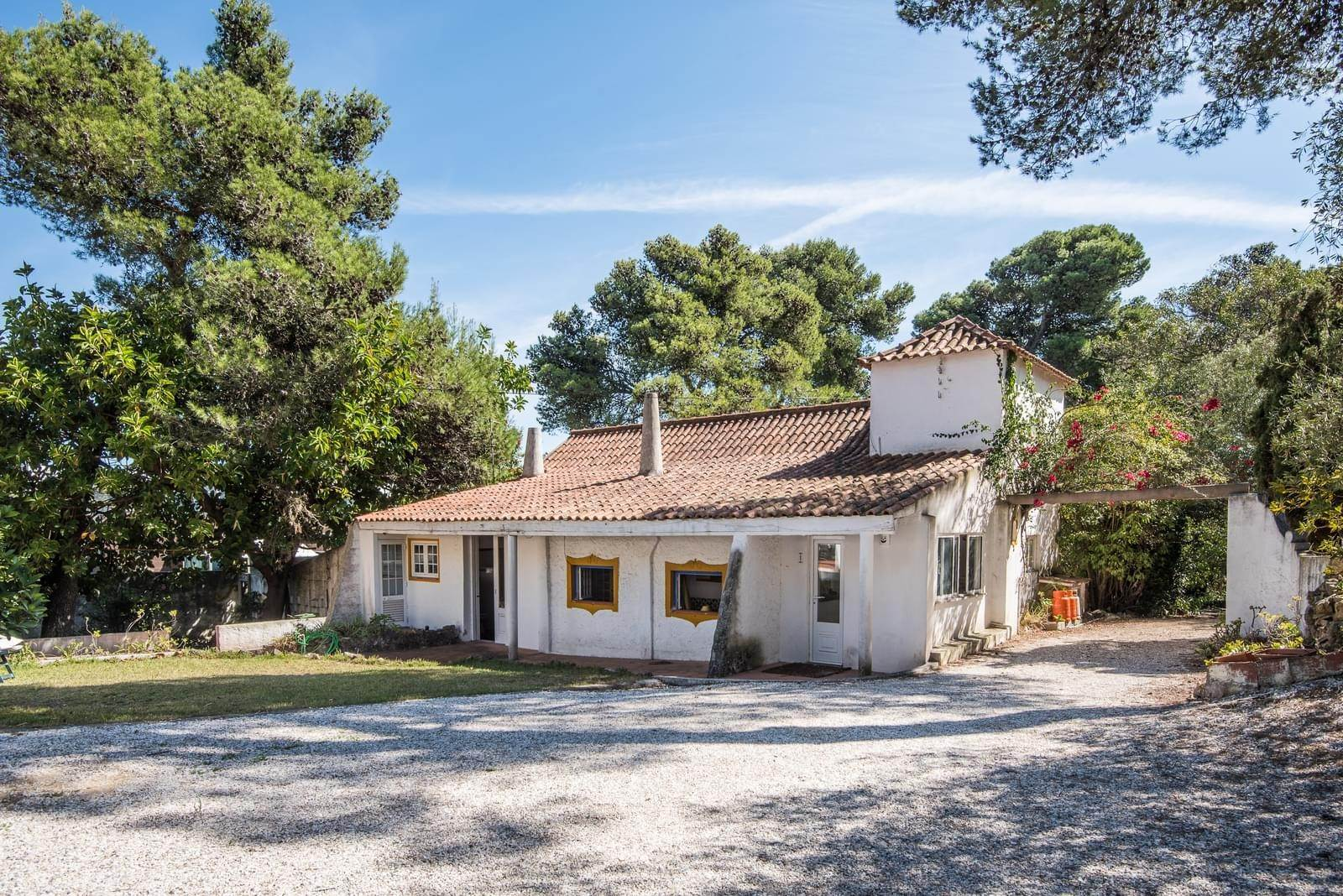 3. 別墅 / 联排别墅 為 出售 在 Unique property, located next to Quinta da Marinha, a quiet area.The property comprises six small villas, with deep refu... Cascais, 葡萄牙
