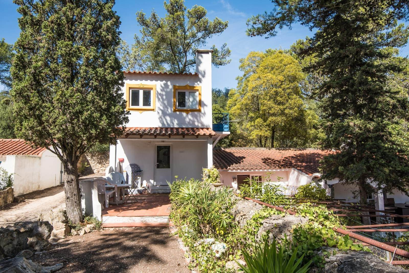 7. 別墅 / 联排别墅 為 出售 在 Unique property, located next to Quinta da Marinha, a quiet area.The property comprises six small villas, with deep refu... Cascais, 葡萄牙