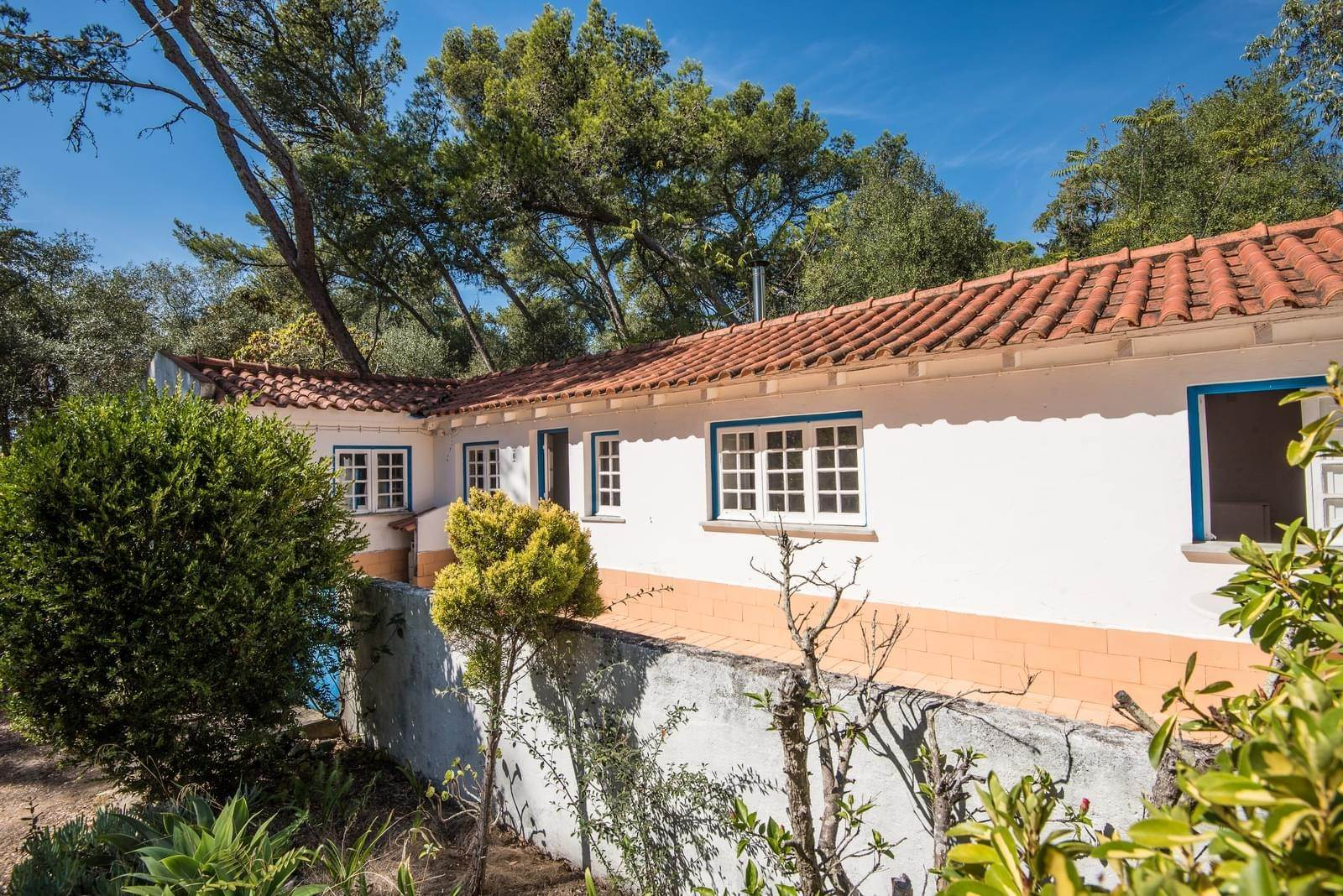 11. 別墅 / 联排别墅 為 出售 在 Unique property, located next to Quinta da Marinha, a quiet area.The property comprises six small villas, with deep refu... Cascais, 葡萄牙