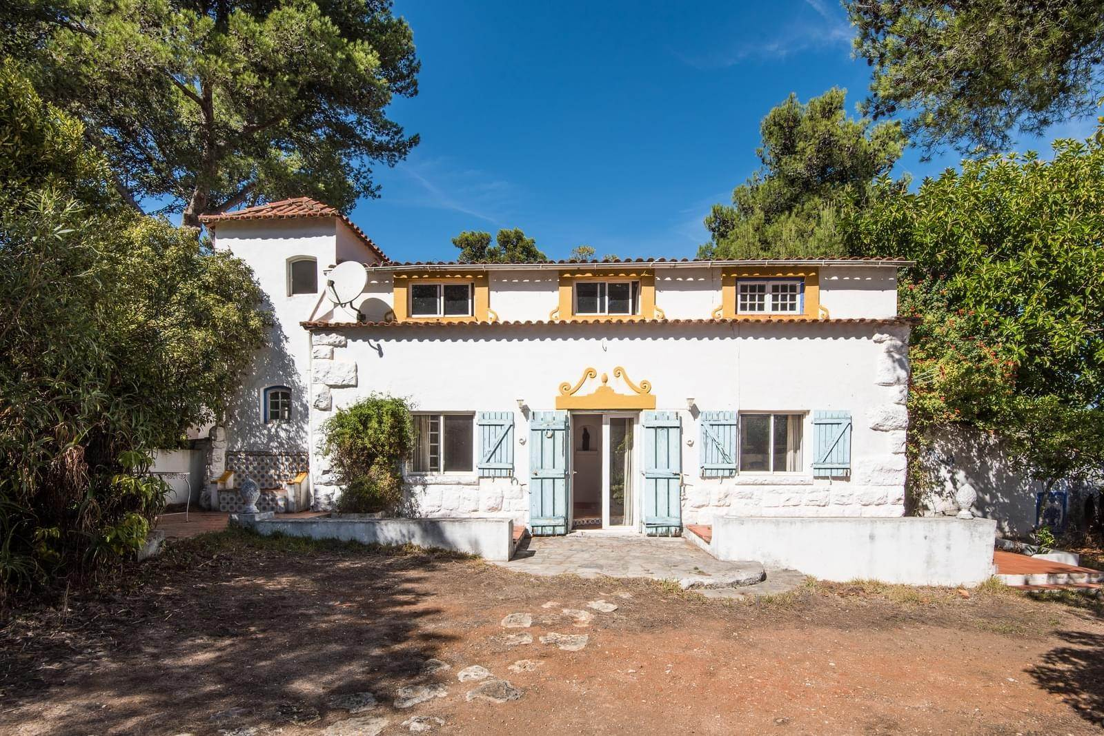 12. 別墅 / 联排别墅 為 出售 在 Unique property, located next to Quinta da Marinha, a quiet area.The property comprises six small villas, with deep refu... Cascais, 葡萄牙