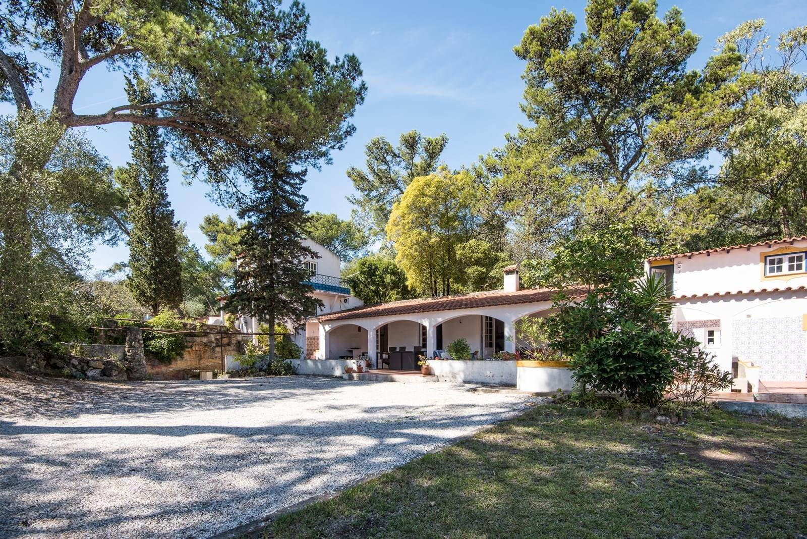 13. 別墅 / 联排别墅 為 出售 在 Unique property, located next to Quinta da Marinha, a quiet area.The property comprises six small villas, with deep refu... Cascais, 葡萄牙
