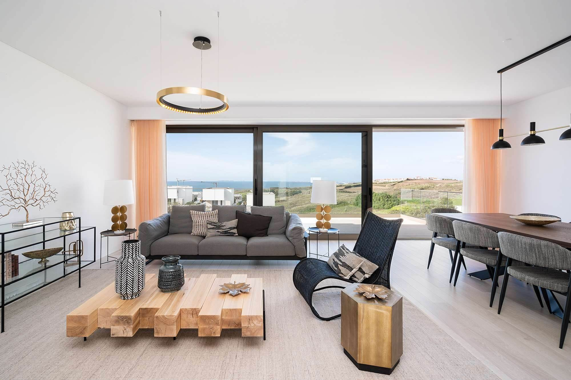 5. Villas / Maisons de ville pour l à vendre à Fantastic 4 bedroom villa, with swimming pool, located in a prime place that offers panoramic view over the sea.The vil... Lisbonne, Portugal