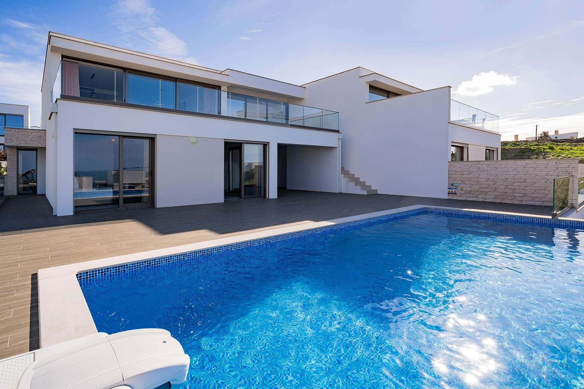 Villas / Maisons de ville pour l à vendre à Fantastic 4 bedroom villa, with swimming pool, located in a prime place that offers panoramic view over the sea.The vil... Lisbonne, Portugal