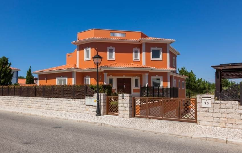 18. Villas / Moradias em banda para Venda às Fantastic 6 bedroom villa, with swimming pool and garden, located in a premium area that offers a panoramic view over th... Lisboa, Portugal