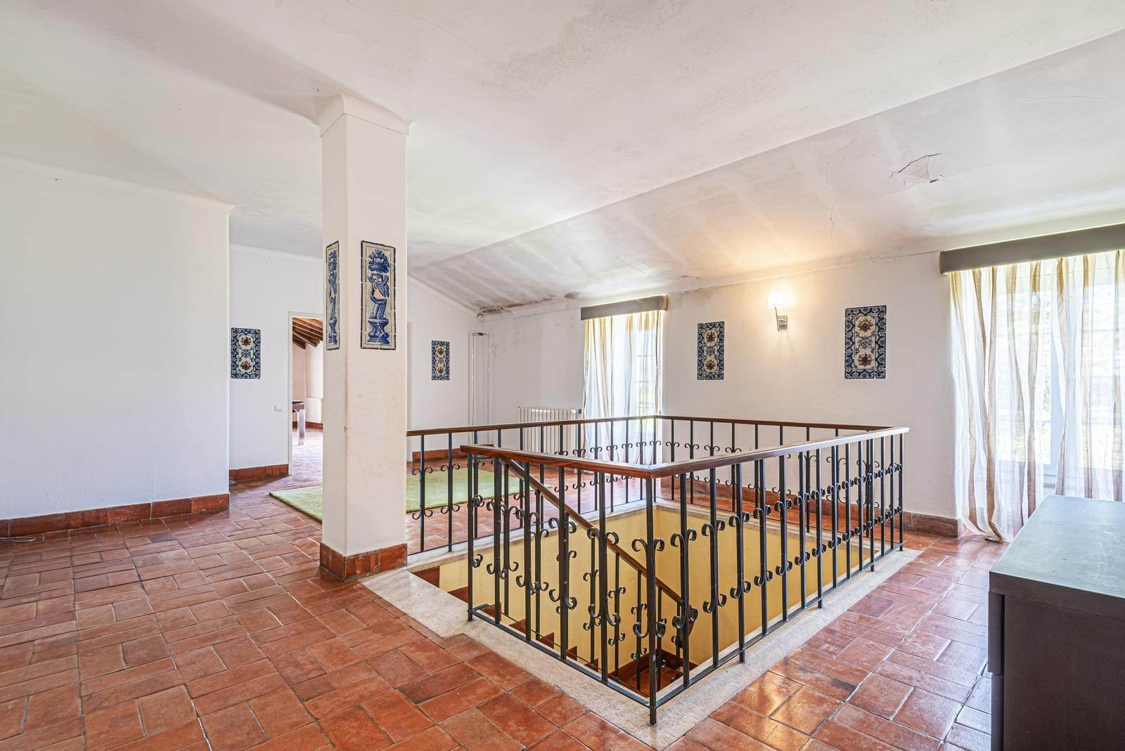 35. Villa/Townhouse for Sale at 9 bedroom villa, located in a quiet area in Cascais, only 8 minutes away, on foot, to the centre of Cascais.The villa is... Cascais, Portugal