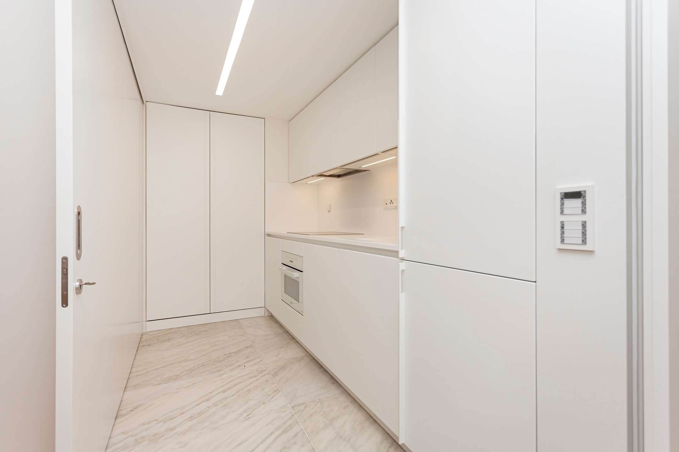 11. Apartamentos para Venda às 2 bedroom apartment, new and ready to debut, close to the most prestigious and sought after avenue of Lisbon.With an 87 ... Lisboa, Portugal