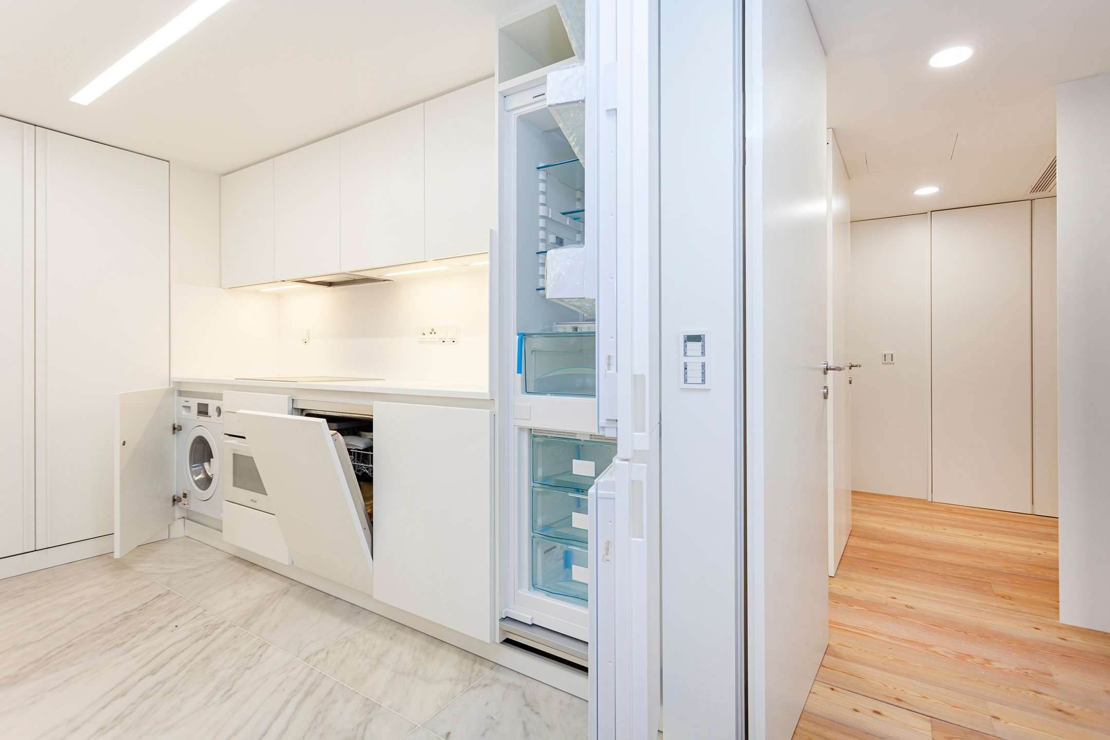 12. Apartamentos para Venda às 2 bedroom apartment, new and ready to debut, close to the most prestigious and sought after avenue of Lisbon.With an 87 ... Lisboa, Portugal