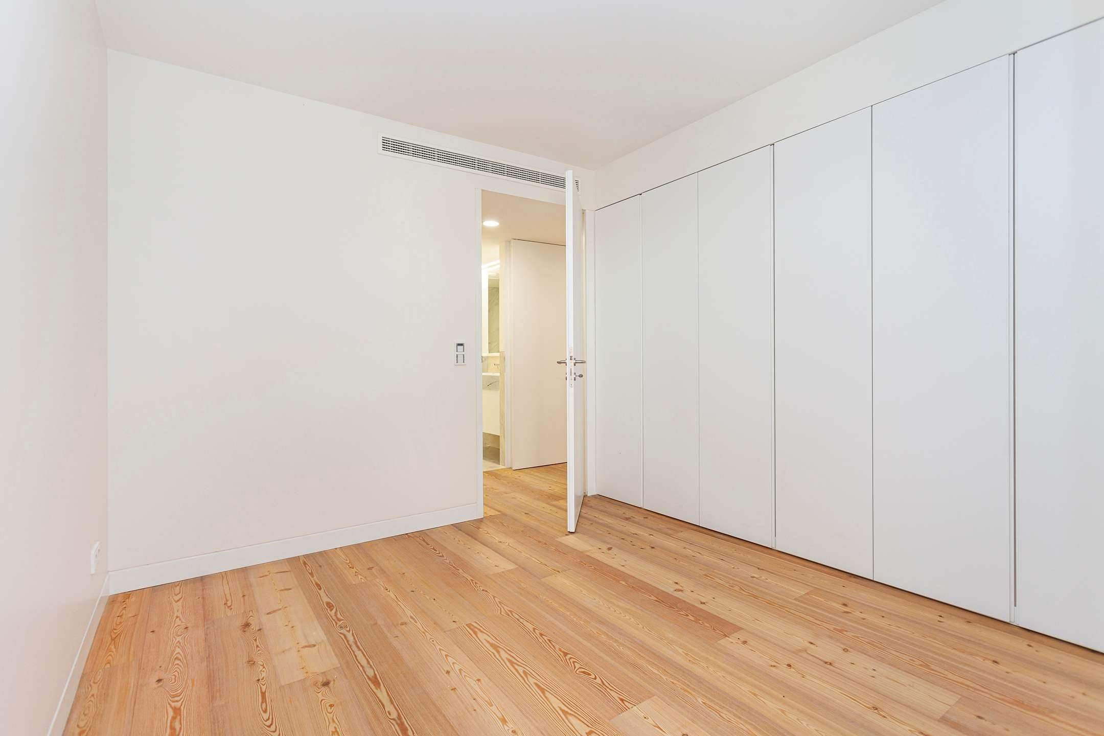 15. Apartamentos para Venda às 2 bedroom apartment, new and ready to debut, close to the most prestigious and sought after avenue of Lisbon.With an 87 ... Lisboa, Portugal