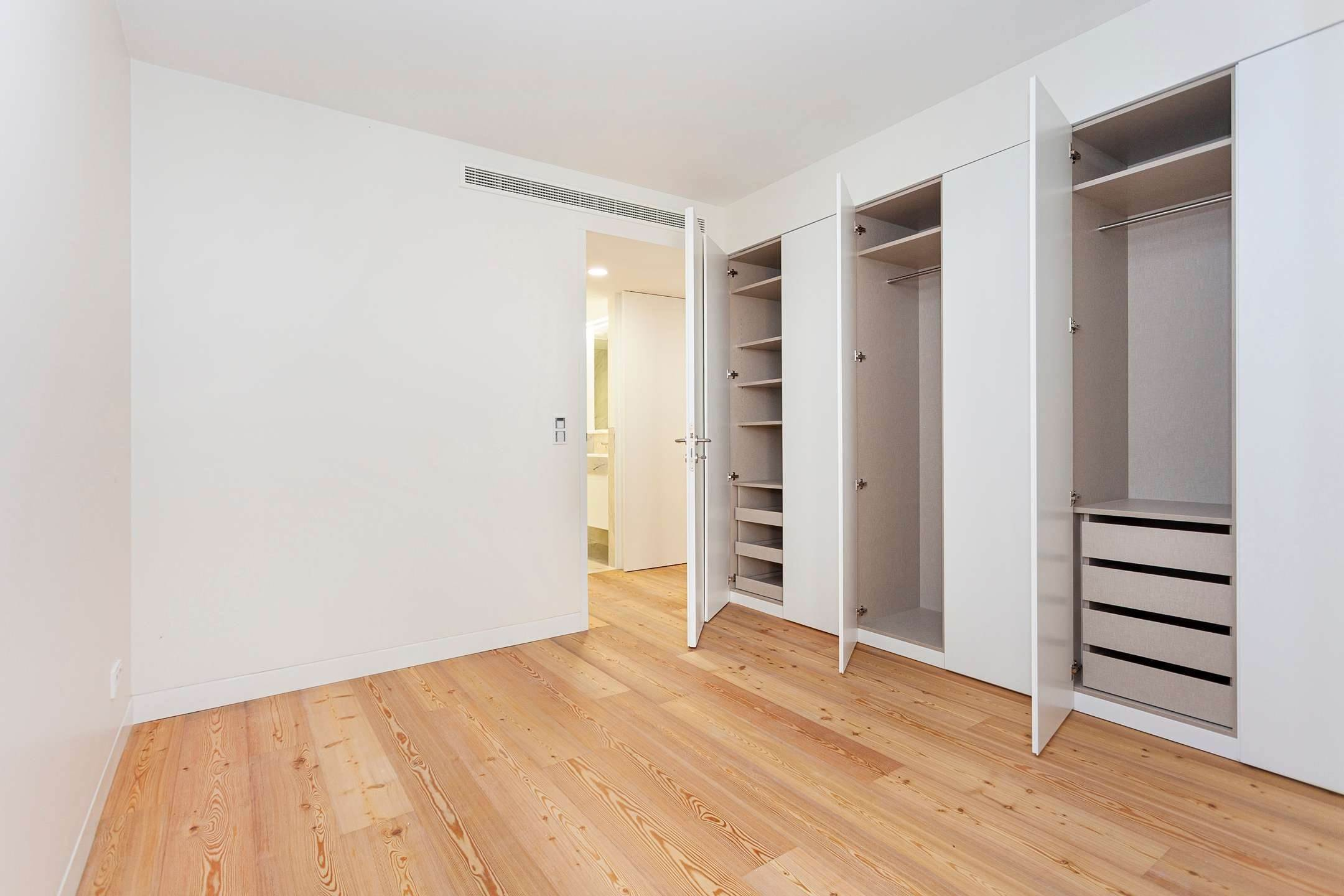 22. Apartamentos para Venda às 2 bedroom apartment, new and ready to debut, close to the most prestigious and sought after avenue of Lisbon.With an 87 ... Lisboa, Portugal