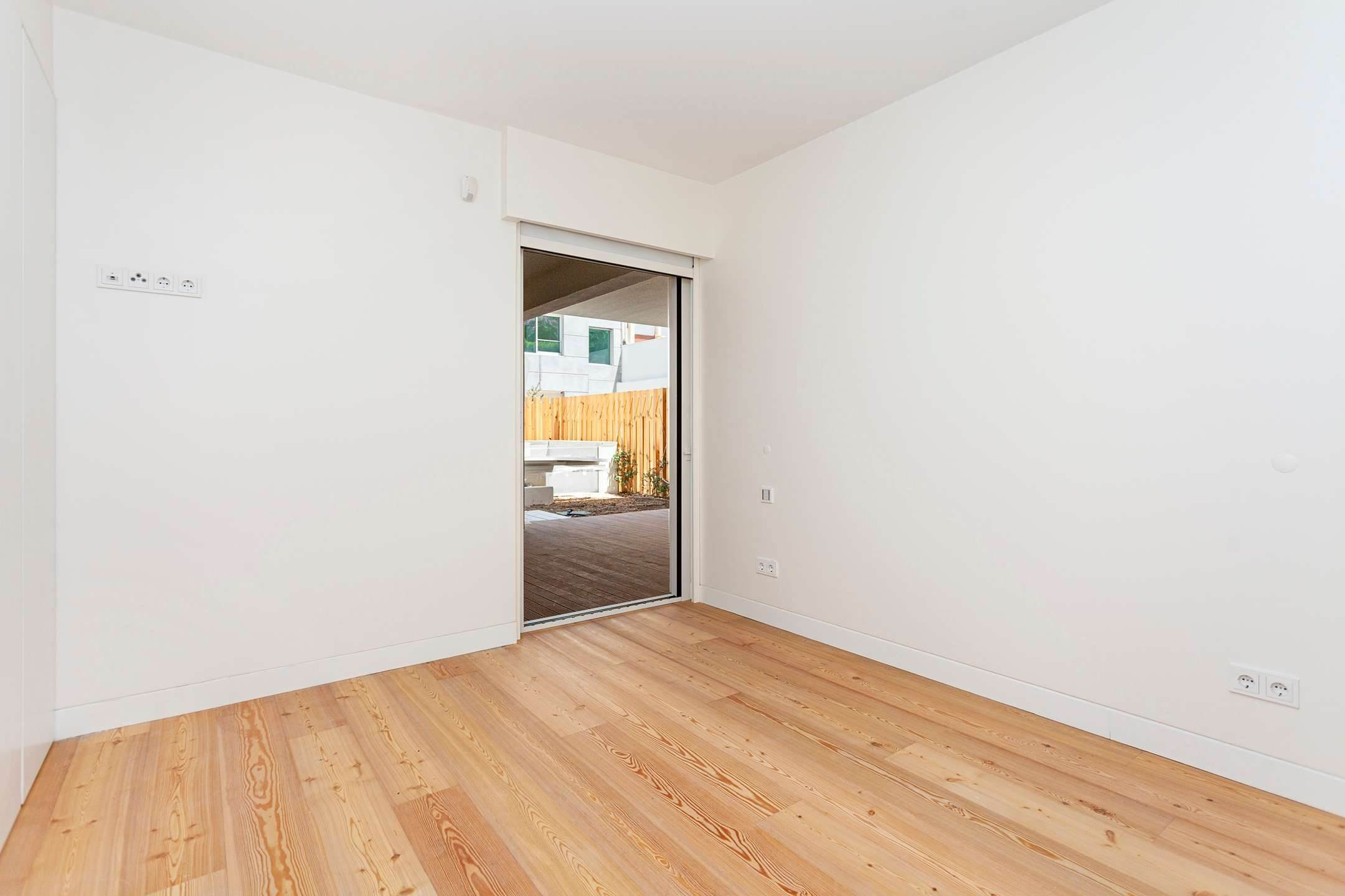 13. Apartamentos para Venda às 2 bedroom apartment, new and ready to debut, close to the most prestigious and sought after avenue of Lisbon.With an 87 ... Lisboa, Portugal