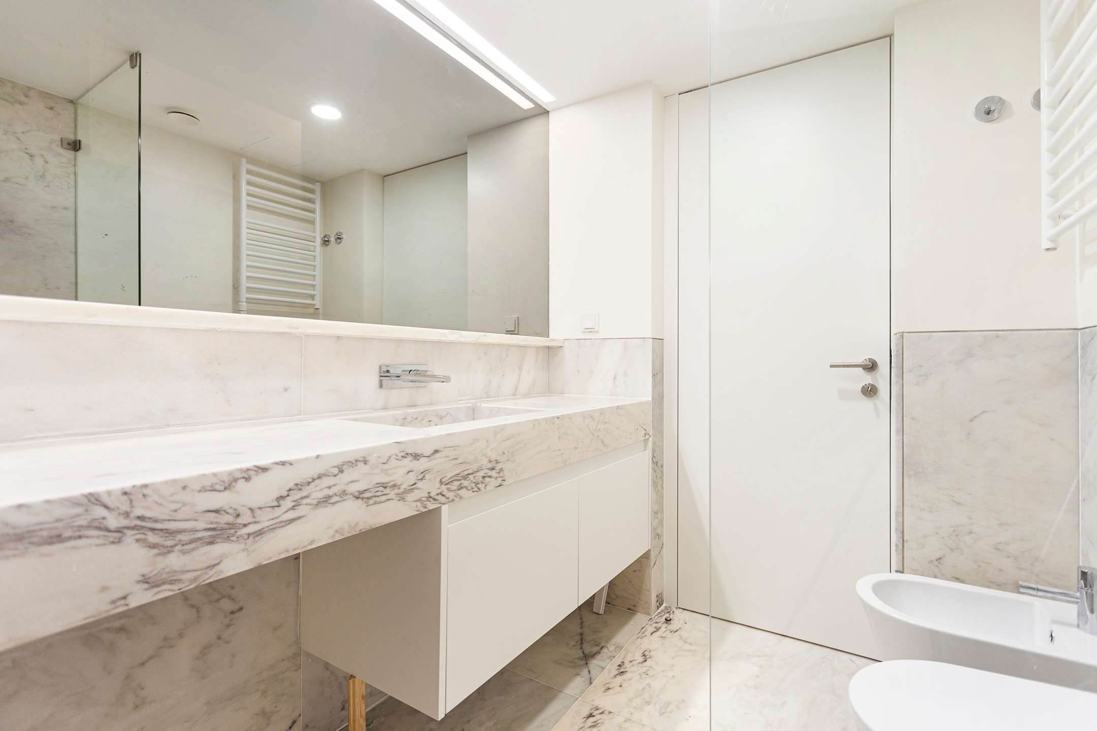 19. Apartamentos para Venda às 2 bedroom apartment, new and ready to debut, close to the most prestigious and sought after avenue of Lisbon.With an 87 ... Lisboa, Portugal