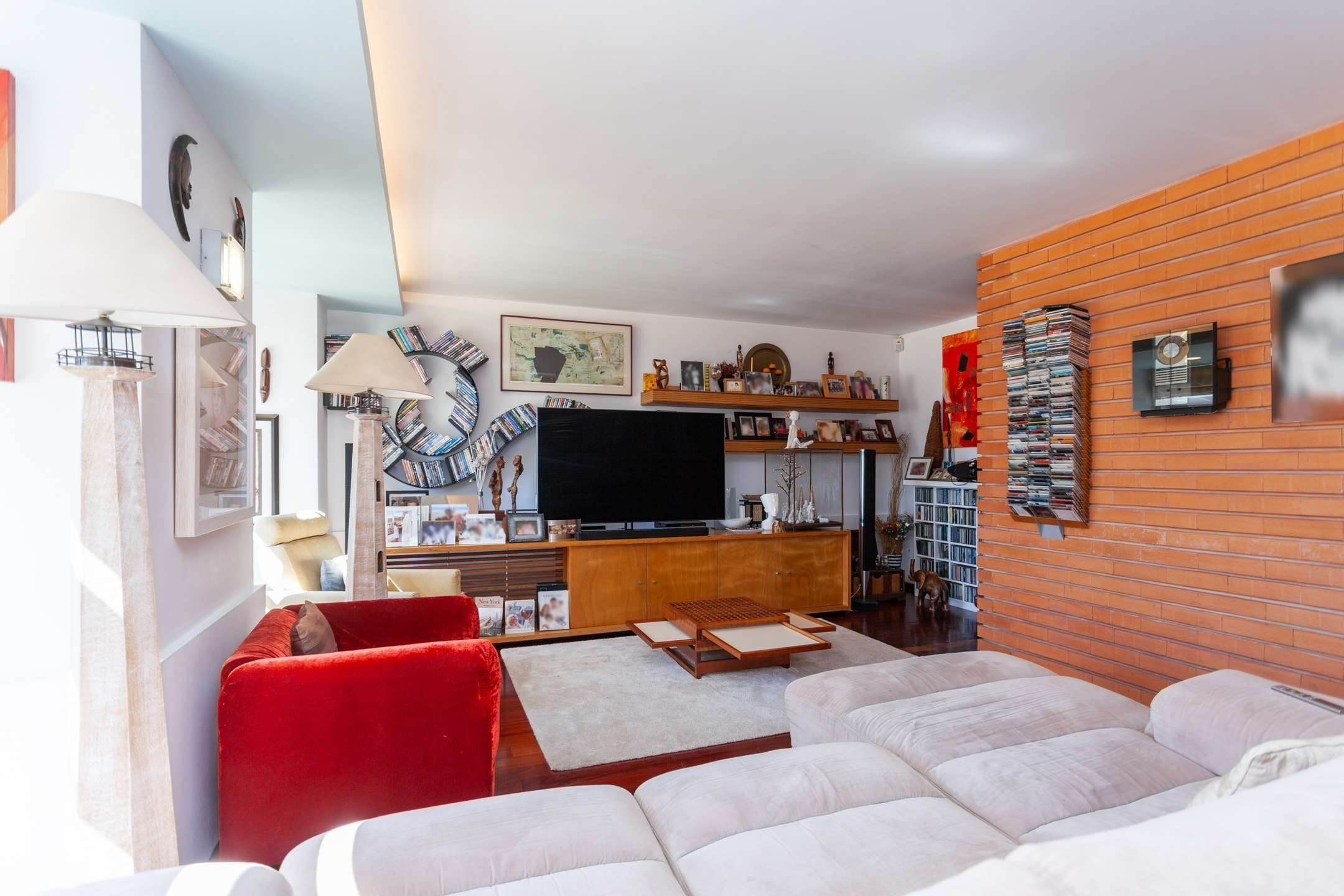 3. διαμερίσματα για την Πώληση στο Fantastic 4 bedroom apartment, located in Lapa, one of the most prestigious neighbourhoods of Lisbon. With an around 174... Λισαβόνα, Πορτογαλια
