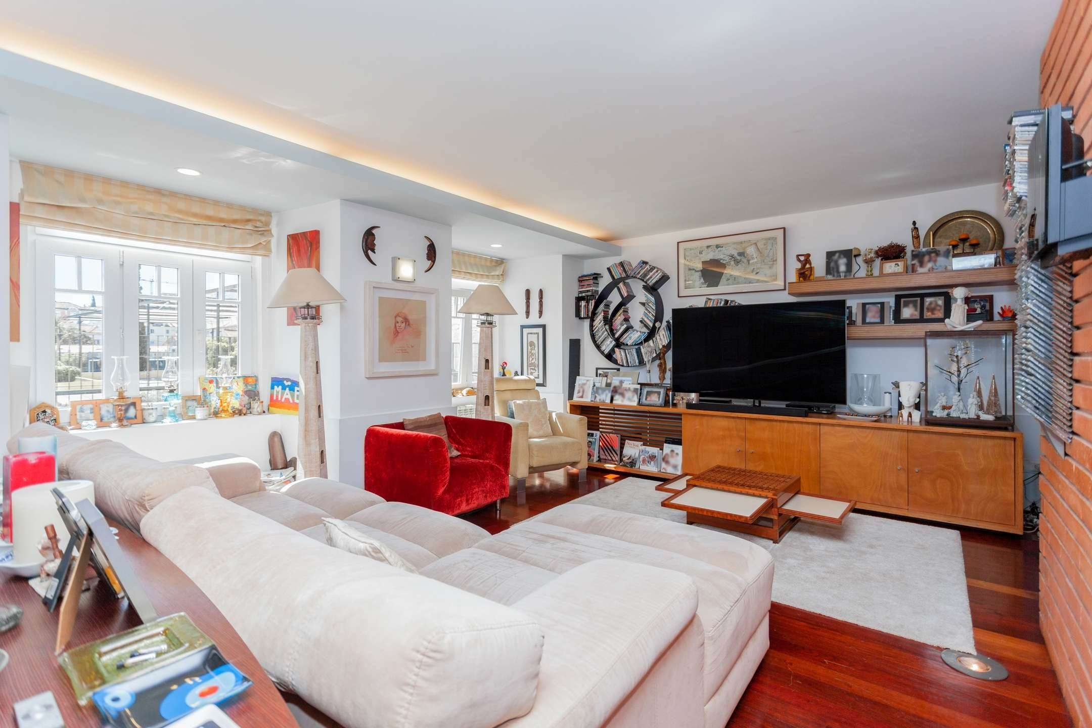 4. διαμερίσματα για την Πώληση στο Fantastic 4 bedroom apartment, located in Lapa, one of the most prestigious neighbourhoods of Lisbon. With an around 174... Λισαβόνα, Πορτογαλια