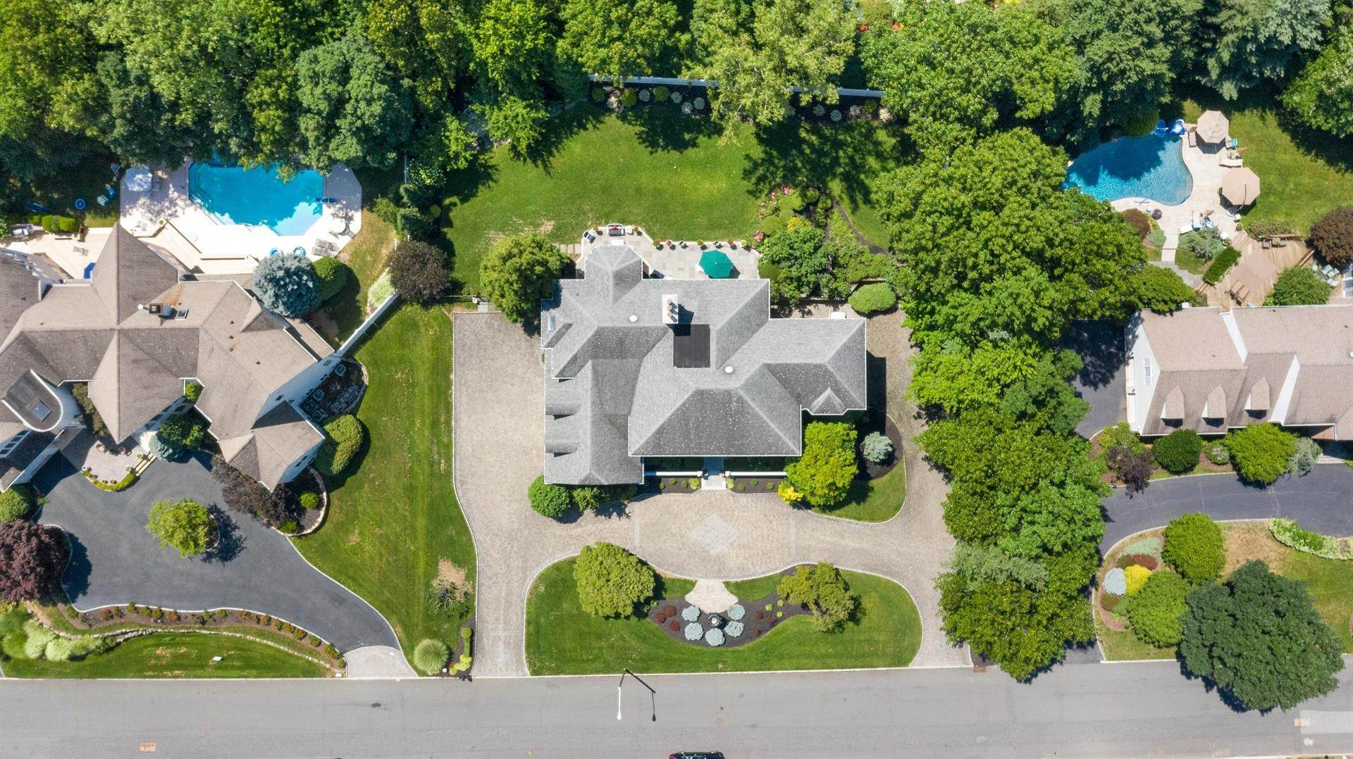 5. Residential for Sale at 15 Hunter Ridge Woodcliff Lake, New Jersey, 07677 United States