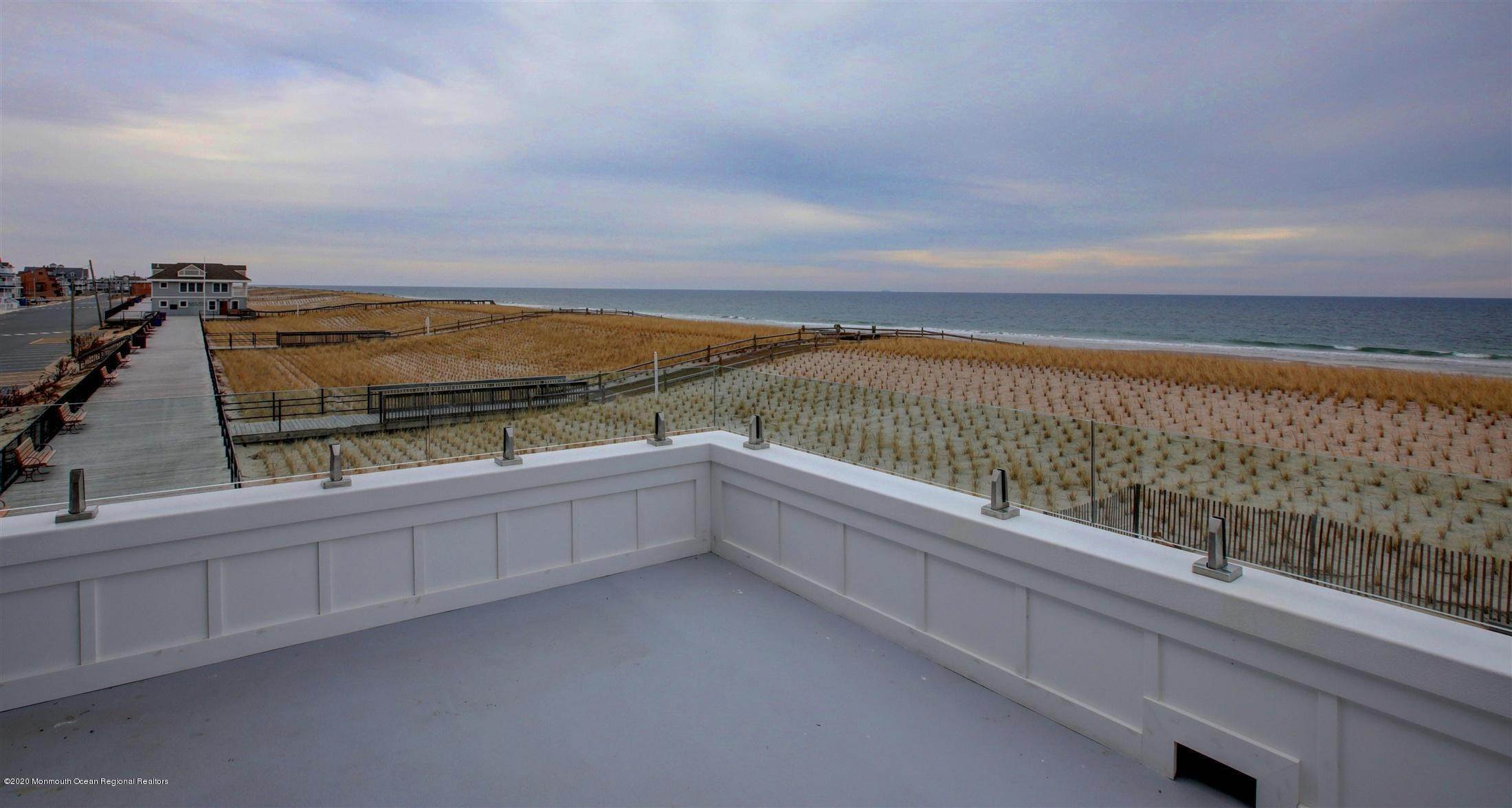 26. Single Family Home for Rent at 1728 Oceanfront Ortley Beach, New Jersey, 08751 United States