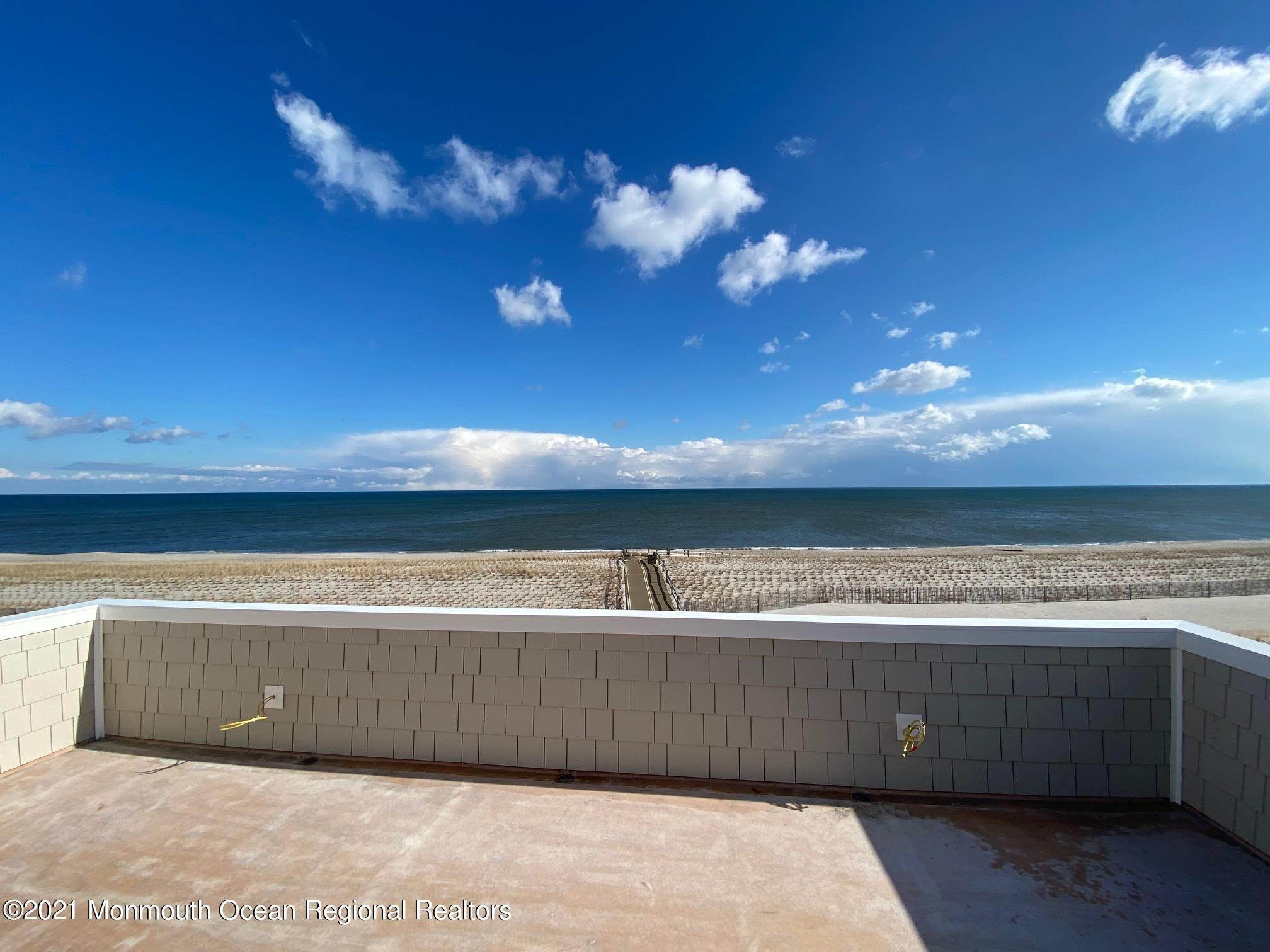 16. Single Family Home 为 销售 在 3574 Ocean Terrace Lavallette, 新泽西州, 08735 美国