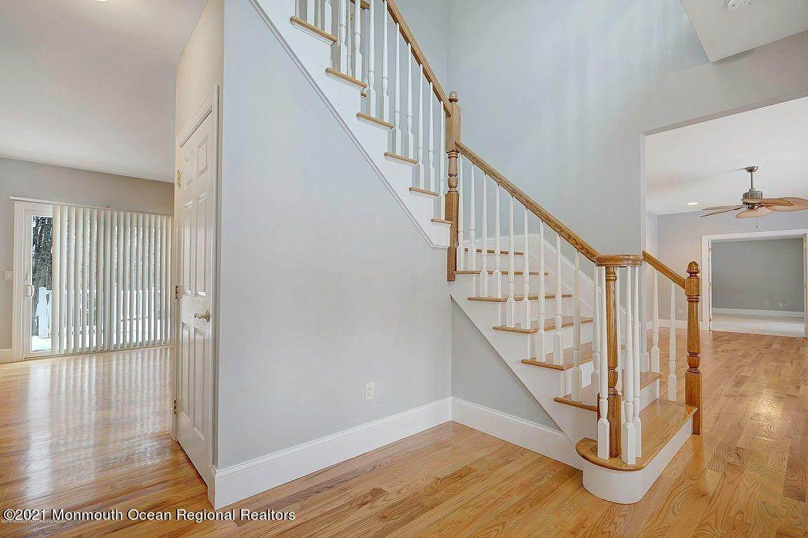 14. Single Family Home for Sale at 2440 Allenwood Lakewood Road Allenwood, New Jersey, 08720 United States