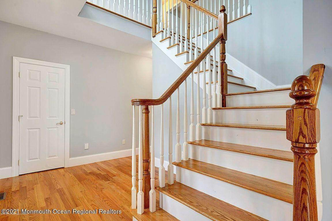15. Single Family Home for Sale at 2440 Allenwood Lakewood Road Allenwood, New Jersey, 08720 United States