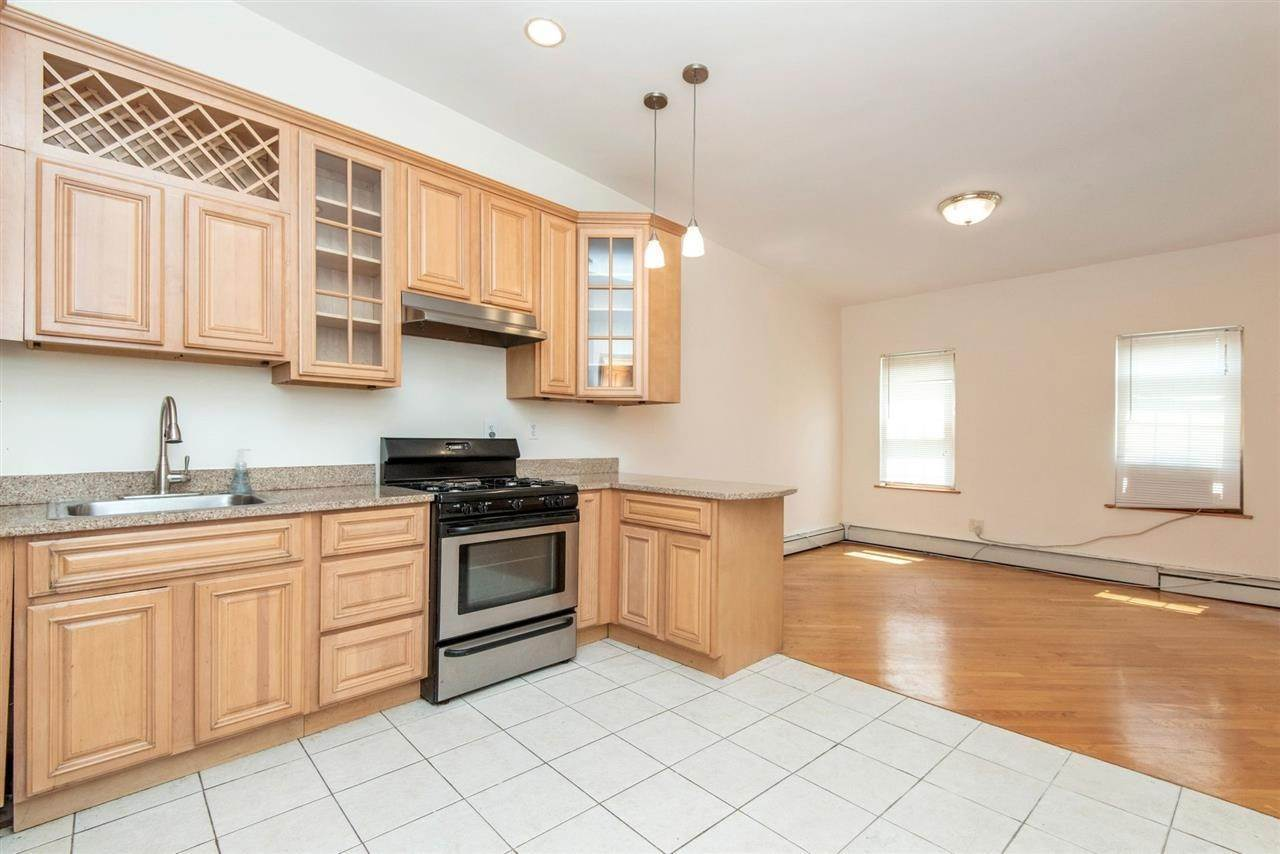Apartments / Flats for Rent at 73 PALISADE AVENUE #3 Jersey City, New Jersey, 07307 United States