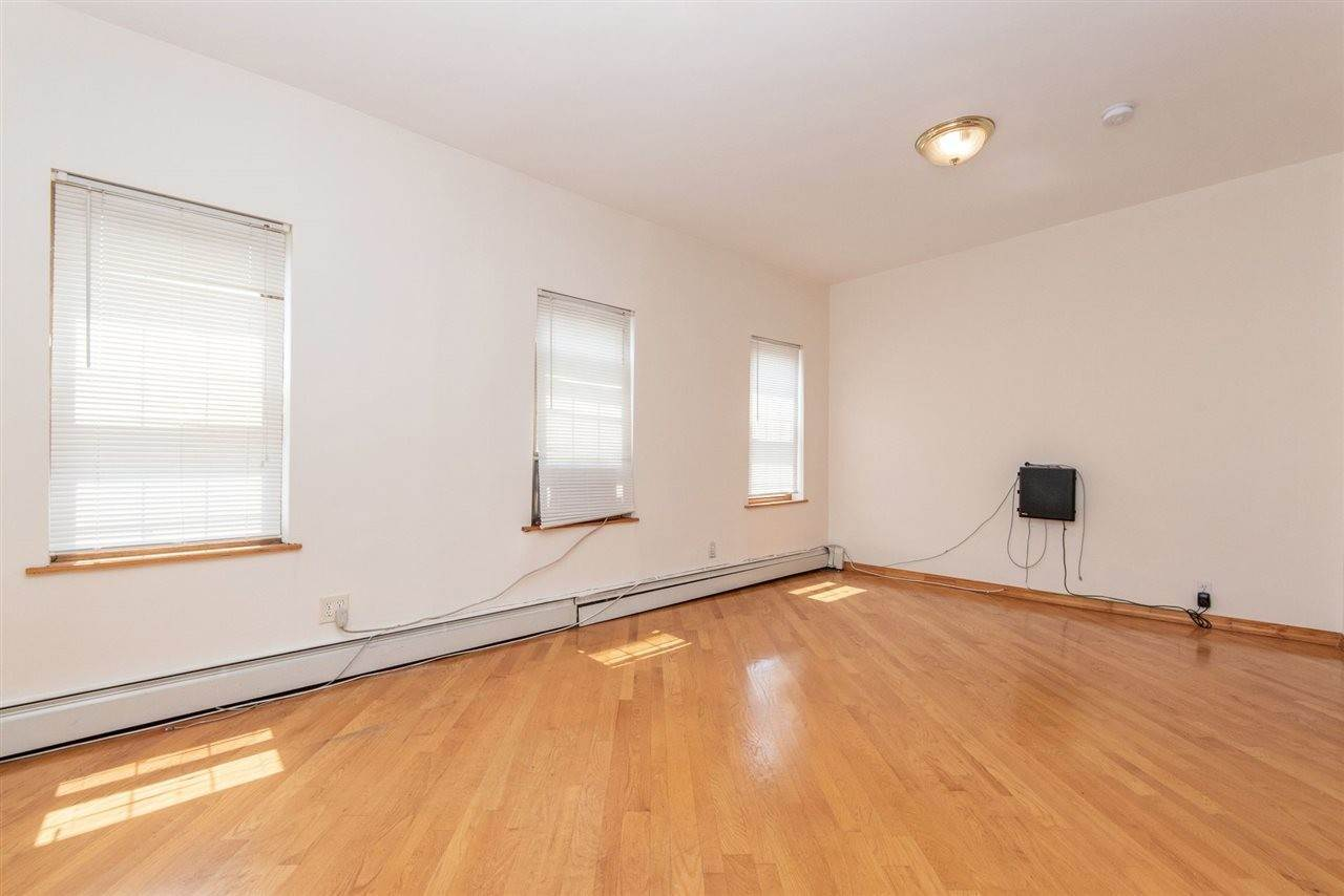 2. Apartments / Flats for Rent at 73 PALISADE AVENUE #3 Jersey City, New Jersey, 07307 United States