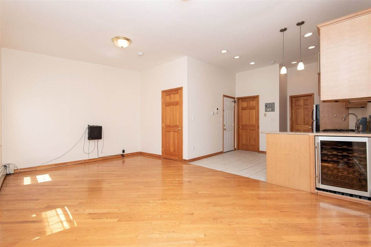 3. Apartments / Flats for Rent at 73 PALISADE AVENUE #3 Jersey City, New Jersey, 07307 United States