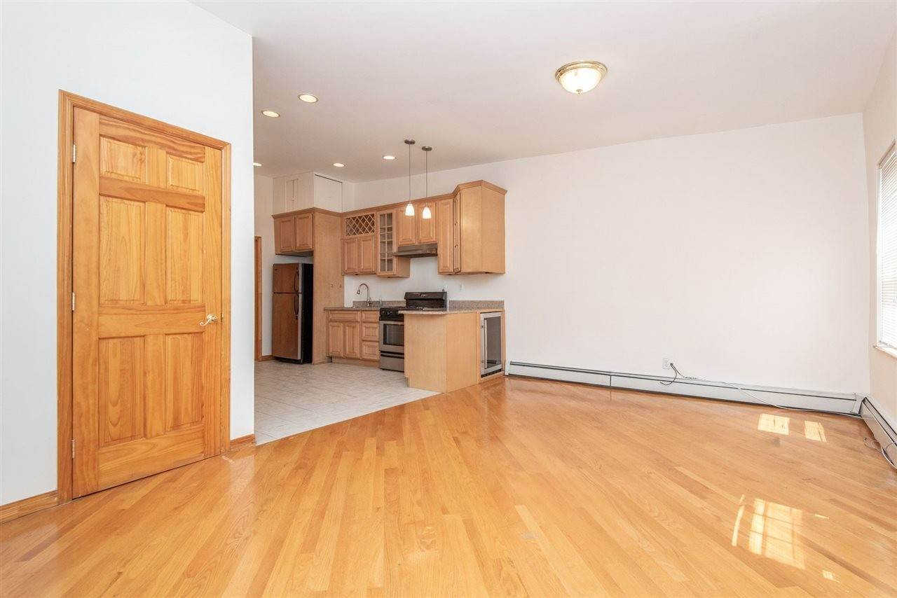 4. Apartments / Flats for Rent at 73 PALISADE AVENUE #3 Jersey City, New Jersey, 07307 United States