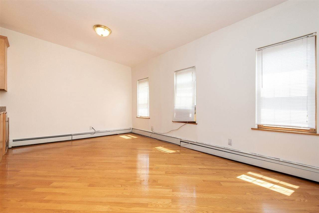 5. Apartments / Flats for Rent at 73 PALISADE AVENUE #3 Jersey City, New Jersey, 07307 United States