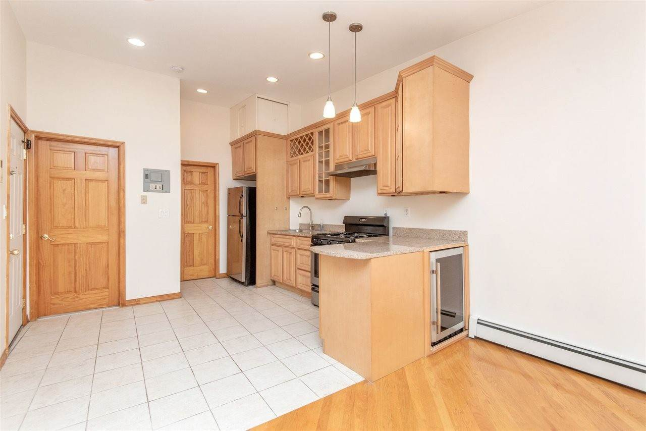 6. Apartments / Flats for Rent at 73 PALISADE AVENUE #3 Jersey City, New Jersey, 07307 United States