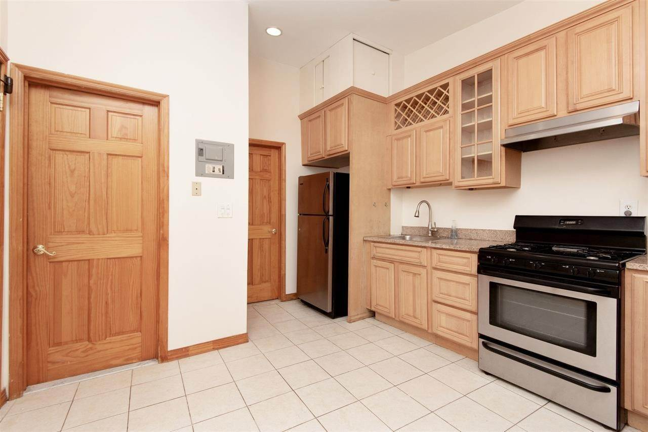 8. Apartments / Flats for Rent at 73 PALISADE AVENUE #3 Jersey City, New Jersey, 07307 United States
