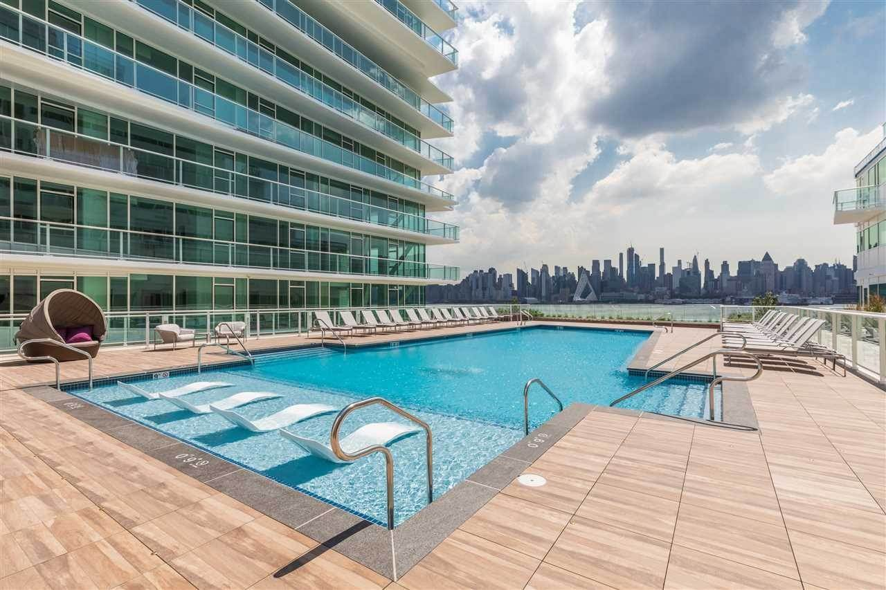 14. Single Family Home for Rent at 800 AVENUE AT PORT IMPERIAL #603 Weehawken, New Jersey, 07086 United States