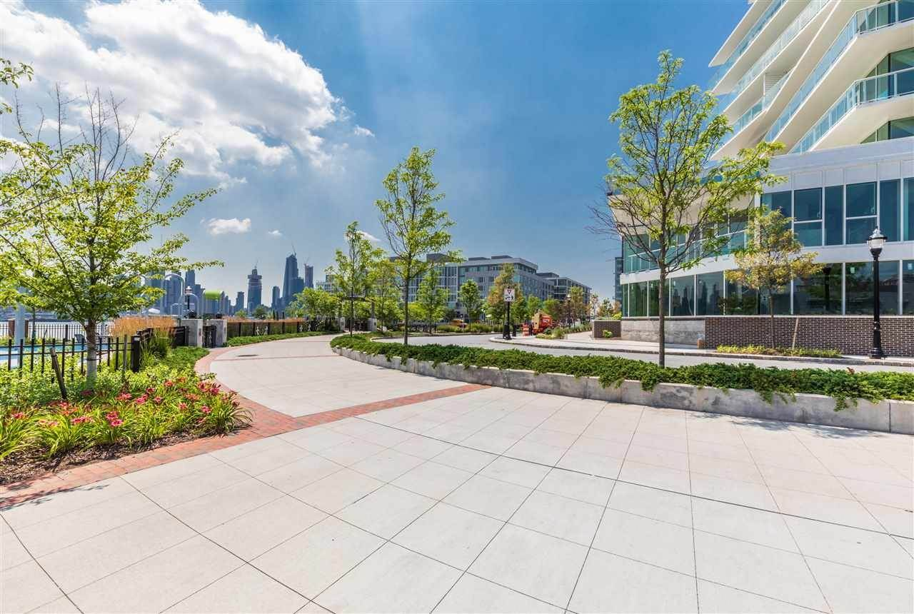 15. Single Family Home for Rent at 800 AVENUE AT PORT IMPERIAL #603 Weehawken, New Jersey, 07086 United States