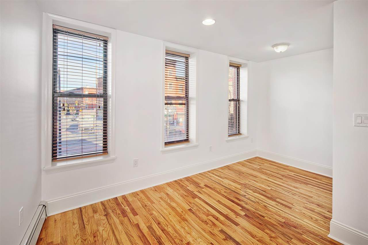 4. Single Family Home for Rent at 540 JERSEY AVENUE #1 Jersey City, New Jersey, 07302 United States