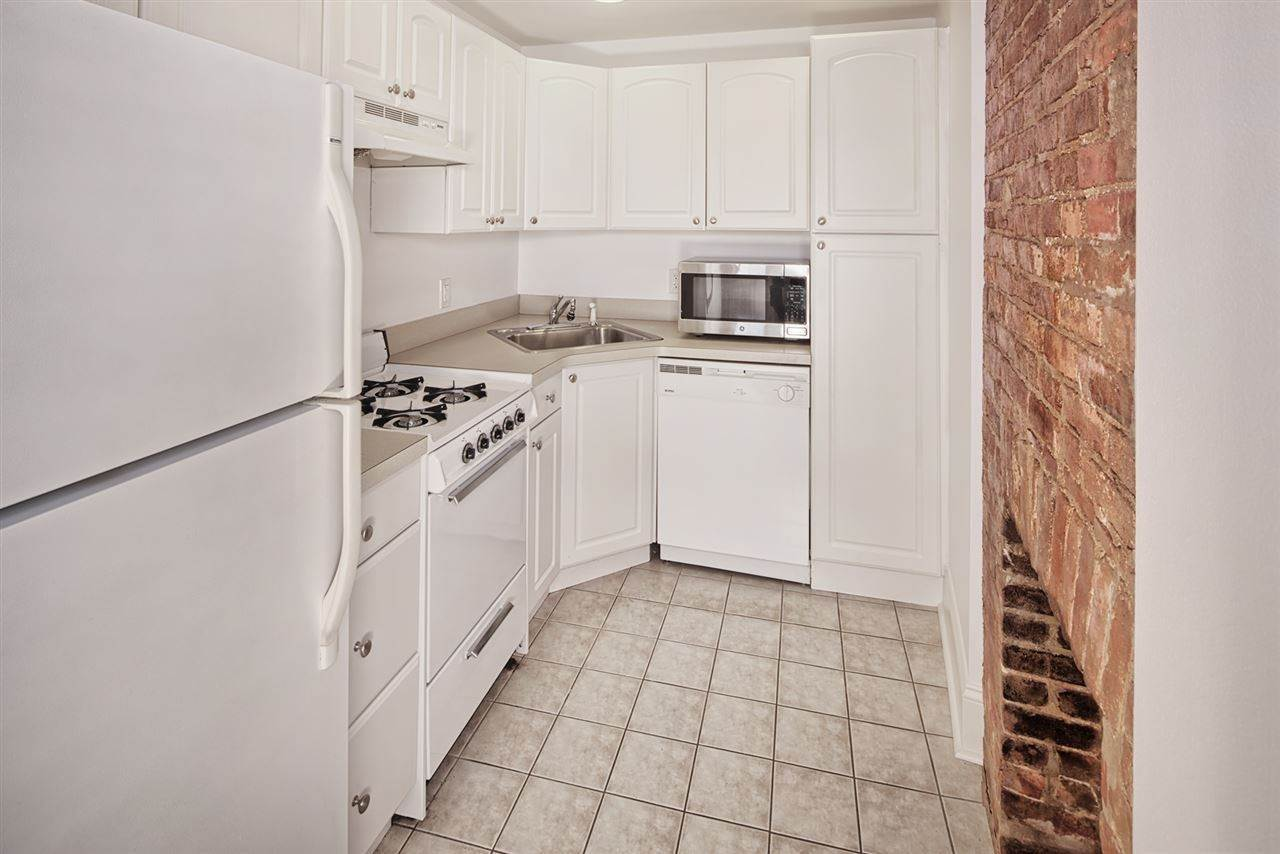 7. Single Family Home for Rent at 540 JERSEY AVENUE #1 Jersey City, New Jersey, 07302 United States
