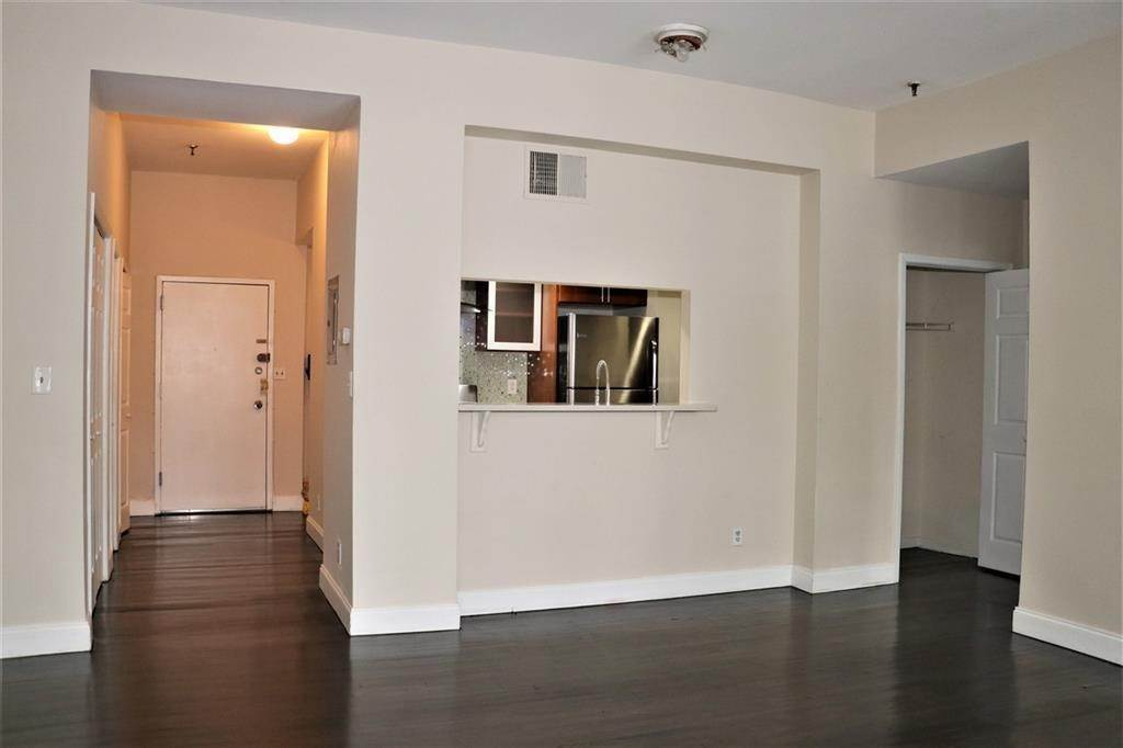 3. Single Family Home for Rent at 227 CHRISTOPHER COLUMBUS DRIVE #110B Jersey City, New Jersey, 07302 United States